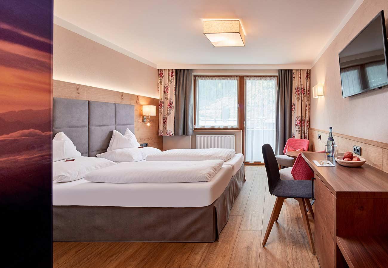 Tischlerei-Kroell-Hotel-Neue-Post-1